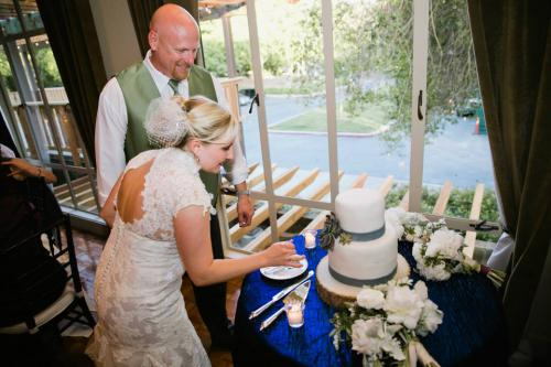 Stephanie & Scott: cake cutting
